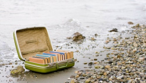 suitcase-books-good-summer-reads